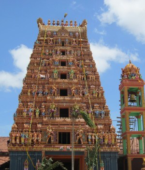 Vallipuram Aalwar temple